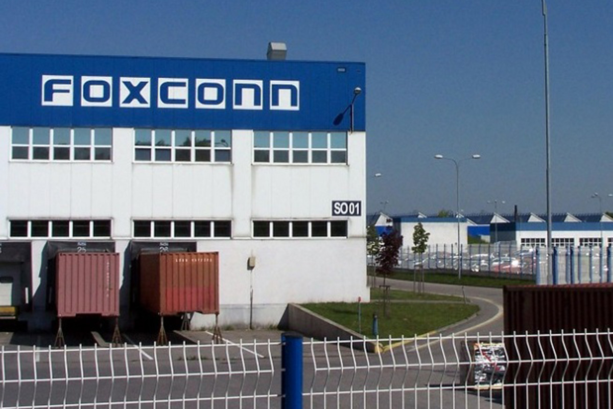 foxconn-and-gogoro-announce-strategic-partnership-to-accelerate-the-expansion-of-gogoro's-battery-swapping-system-and-smartscooters
