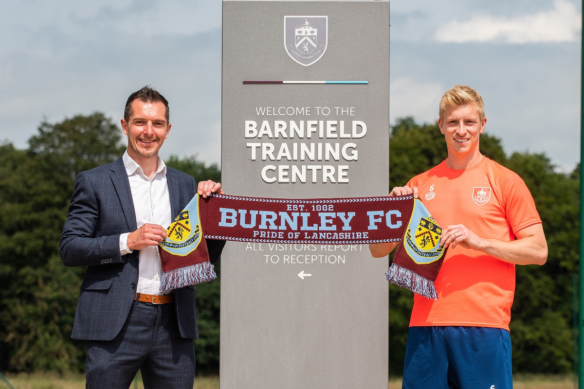 spreadex-reaches-the-premier-league-after-multi-million-pound-shirt-deal-with-burnley-fc